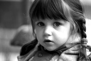 ребенок будет в восторге от яркого одеяла или подушечки